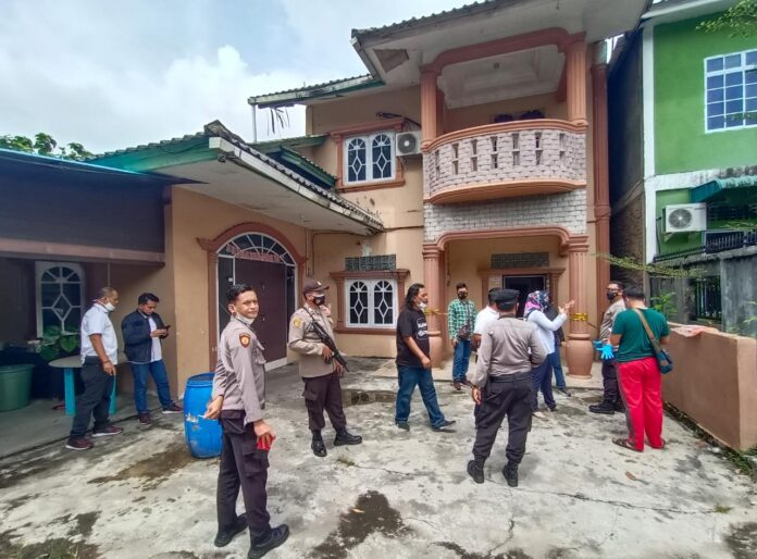 Polisi sedang melakukan olah TKP (Suryakepri.com/Muhammad Bunga Ashab)