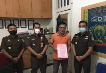 Terdakwa saat dilimpahkan penyidik ke jaksa penuntut umum di Rutan Tanjungpinang beberapa waktu lalu (Suryakepri.com/ist)