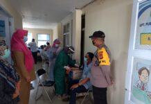 Pelaksanaan penyuntikan Vaksin Covid-19 sudah dimulai di daerah Galang, Selasa (19/1/2021). Penyuntikan vaksin dilakukan kepada tenaga medis Bidan UPT Puskesmas Galang.