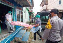 Jasad Firdaus ke kamar jenazah Rumah Sakit Umum Daerah Raja Ahmad Tabib Tanjungpinang (Suryakepri.com/Muhammad Bunga Ashab)