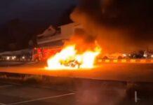 Satu Unit Avanza Putih Terbakar, Diduga Akibat Korsleting Sistem Kelistrikan Mobil