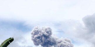 Gunung Merapi kembali erupsi awan panas terlihat mengepul.