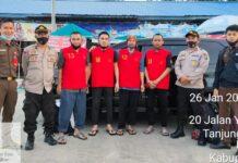 Petugas Kejari Natuna saat mengeksekusi empat terpidana ke Lapas Narkotika dan Umum Tanjungpinang (Suryakepri.com/ist)