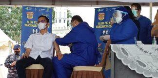Vaksinasi tahap pertama Wakil Walikota Batam, Amsakar Achmad