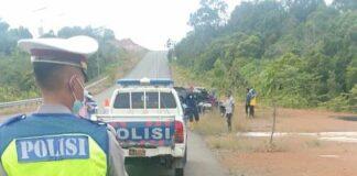 Polisi saat melakukan olah tempat kejadian perkara (TKP) (Suryakepri.com/ist)