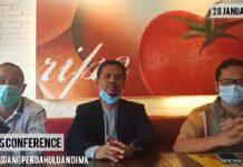 Paslon Bupati-Wabup Karimun Iskandarsyah-Anwar Abubakar menggelar konferensi pers usai menghadiri sidang perdana gugatan Pilkada Karimun di MK, Kamis (28/1/2021). Foto Suryakepri.com/Tangkap Layar Video Presscon