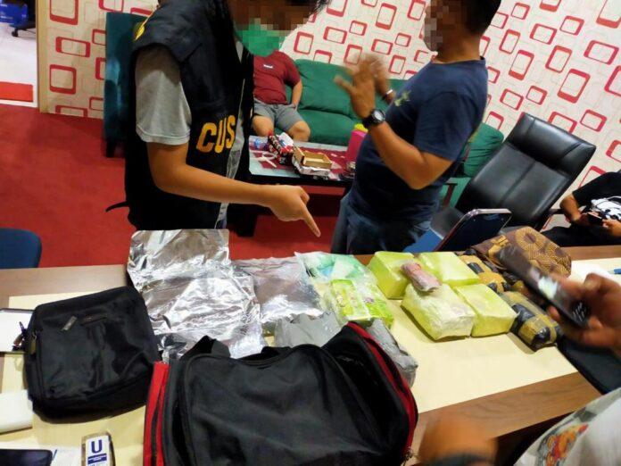 Tim gabungan Bea Cukai Batam dan Bareskrim Polri berhasil mengagalkan upaya penyelundupan sabu sebanyak 8 kilogram, 21 ribu pil ekstasi dan happy five asal Malaysia, di Perairan Nongsa,