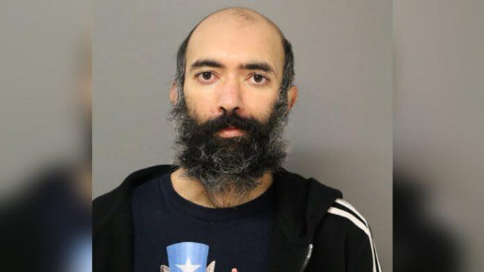 Aditya Singh (36) bersembunyi di Bandara Chicago selama tiga bulan tanpa ketahuan. Dia mengaku tidak pulang karena takut pada Covid-19. (Foto dari Herald Review).