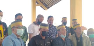 Kerukunan Keluarga Sulawesi Selatan Kabupaten Karimun menggelar konferensi pers terkait tewasnya Haji Permata diduga ditembak hingga tewas oleh anggota DJBC Khusus Kepri, Minggu (17/1/2021). Foto Suryakepri.com/YAHYA