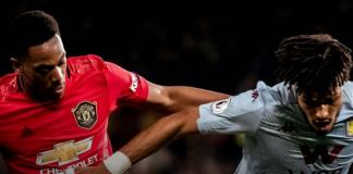 Striker Manchester United Anthony Martial (kiri) berduel dengan bek Aston Villa Tyrone Mings. (Foto dari manutd.com)