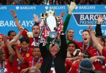 Foto saat terakhir kali Manchester United menjuarai Liga Premier Inggris musim 2012/13, yang diikuti dengan pensiunnya manajer legendaris Sir Alex Ferguson. Sejak itu, ini merupakan pertama kalinya Manchester United bisa menduduki puncak klasemen Liga Premier untuk setelah Tahun Baru sejak Sir Alex Ferguson meninggalkan klub dan memenangkan gelar pada 2013. (Foto dari Sky Sports)
