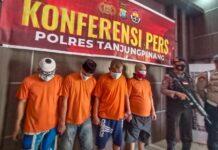 Empat tersangka kasus narkotika saat diamankan di Polres Tanjungpinang (Suryakepri.com/Muhammad Bunga Ashab)