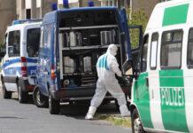 lustrasi: Polisi forensik mencari bukti di kota Dessau-Rosslau Jerman, 13 Mei 2016. (Sebastian Willnow / dpa via AP, file)