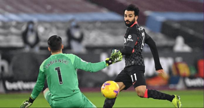 Mohamed Salah membobol gawang Lukasz Fabianski. (Foto: Premierleague.com)