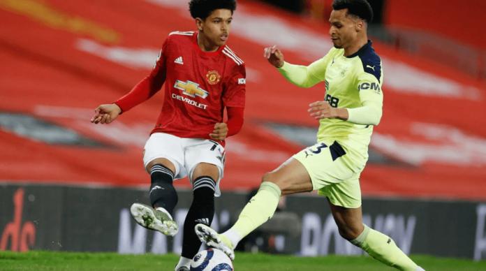 Manchester United memberikan debut kepada Shola Shoretire, pemain 17 tahun. Pemain kelahiran Newcastle ini saat berhadapan dengan pemain Newcastle United Jacob Murphy. MU menang 3-1 dan kembali ke posisi kedua klasemen setelah sebelumnya dikudeta oleh Leicester City. (Foto dari Premierleague.com)