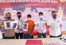 Foto FD (24) warga Jakarta diamankan oleh Subdit V Siber Ditreskrimsus Polda Kepulauan Riau, atas kasus penyebaran konten asusila.