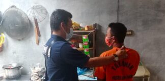 Pelaku saat diamankan Polsek Bintan Timur (Suryakepri.com/ist)