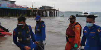 Tim SAR Gabungan saat menemukan korban (Suryakepri.com/ist)
