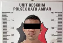 Pelaku jambret EV (25), babak belur dihakimi warga Sengkuang, di Perumahan Persero, Selasa (9/2/2021) malam