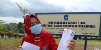 Pengacara Ratna Zukhaira saat ditemui di kantor UKPBJ Kepri di Jalan Sultan Mansyur Syah, Dompak, Tanjungpinang (Suryakepri.com/Muhammad Bunga Ashab)