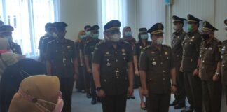 Serah terima jabatan Kasipidum Kejari Bintan dari Haryo Nugroho kepada Gustian Juanda Putra (Suryakepri.com)