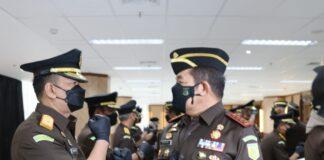 Jaksa Agung ST Burhanuddin saat menyampaikan ucapan selamat kepada Iman Wijaya usai dilantik (Suryakepri.com/ist)