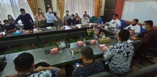 Para nasabah PT Minna Padi cabang Batam, mendatangi kantor DPRD Batam, Kamis (18/2/2021), guna melanjutkan Rapat Dengar Pendapat (RDP)