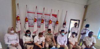 Ketua DPD Partai Gerindra Kepri Iman Sutiawan bersama pengurus DPC Partai Gerindra Tanjungpinang (Suryakepri.com/Muhammad Bunga Ashab)