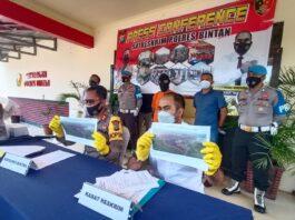 Kapolres Bintan AKBP Bambang Sugihartono didampangi Kasatreskrim Polres Bintan AKP Dwihatmoko Wiroseno (Suryakepri.com/Muhammad Bunga Ashab)