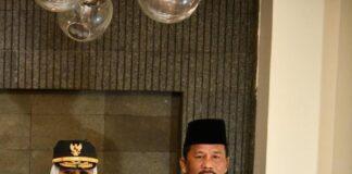 Walikota Batam, Rudi mendampingi pelantikan istri sebagai wakil gubernur Kepri.
