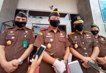 Kajati Kepri Hari Setiyono didampangi pejabat utamanya saat ditemui di kantornya (Suryakepri.com/Muhammad Bunga Ashab)