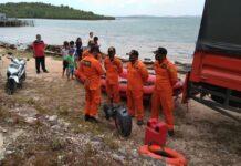 Basarnas menggelar Operasi SAR kondisi membahayakan manusia (KMM) satu orang terseret arus Pantai Tanjung Piayu Laut, Kecamatan Sei Beduk, Batam, Kepulauan Riau, Minggu (7/2/2021).
