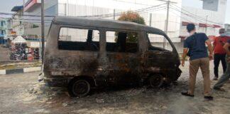 Sebuah mobil Carry Suzuki terbakar di SPBU Metapi Subuh, Batuaji, Sabtu (13/2/2021) sekitar pukul 15.30 WIB.
