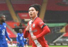 Gelandang serang Southampton Takumi Minamino merayakan gol ke gawang Chelsea pada menit ke-33 babak pertama. (Foto dari Sky Sports)