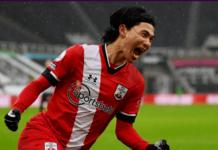 Takumi Minamino merayakan gol ke gawang Newcastle United di St James Park, Sabtu (6/2/2021). Meski pemain pinjaman dari Liverpool itu mencetak gol pada debutnya bersama Southampton, namun mereka takluk 3-2 dari tuan rumah Newcastle. (Foto: Premierleague.com)