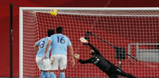Ilkay Gundogan (kiri) gagal menuntaskan tendangan penalti pada menit ke-37. Sepakannya melesat tinggi di atas mistar gawang. Tetapi dia berhasil menebus kesalahannya dengan mencetak dua gol dari open play dalam kemenangan 4-1 atas Liverpool di Stadion Anfield, Minggu (7/2/2021) atau Senin dinihari waktu Indonesia. (Foto: Premierleague.com)