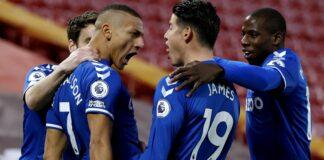 Richarlison bersama rekan-rekannya merayakan golnya pada menit ke-3 melawan Liverpool di Anfield, Sabtu (20/2/2021) atau Minggu dinihari WIB. (Foto dari Sky Sports)