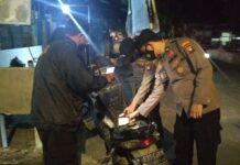 Petugas dari Polresta Barelang melakukan patroli di perkantoran, warung-warung, pasar, serta pusat keramaian yang memiliki potensi terjadinya gangguan Kamtibmas.(Foto: Suryakepri.com/Romi Kurniawan)