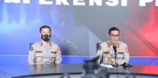 Kadiv Humas Polri, Irjen Pol Argo Yuwono (kanan) mengatakan total ada 14 orang yang mengalami luka-luka dan dirawat di rumah sakit. Sebanyak 3 orang dirawat di RS Stella Marris Makassar, para korban mengalami luka di bagian leher, dada, muka, tangan dan kaki.(Foto: Humas Polri)