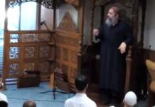 Imam Masjid Miami Fadi Yousef Kablawi berbicara di North Miami Islamic Center dalam khutbah Jumat pada 12 Maret 2021 (tangkapan layar: MEMRI)