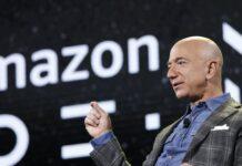 Jeffrey Preston Bezos adalah pengusaha internet, industrialis, pemilik media, dan investor Amerika. Bezos adalah pendiri dan CEO perusahaan teknologi multinasional Amazon. Dia adalah orang terkaya di dunia menurut peringkat Forbes Real-Time Billionaires. Jeff Bezos lahir pada 12 Januari 1964 (umur 57 tahun), di Albuquerque, New Mexico, Amerika Serikat. Dia berzodiak Capricorn. (Wikipedia)