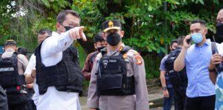 Kapolda Sulawesi Selatan Irjen Pol Merdisyam (tengah) menduga bom yang meledak di depan Gereja Katedral Makassar berjenis high explosive. (Foto: Humas Polri)
