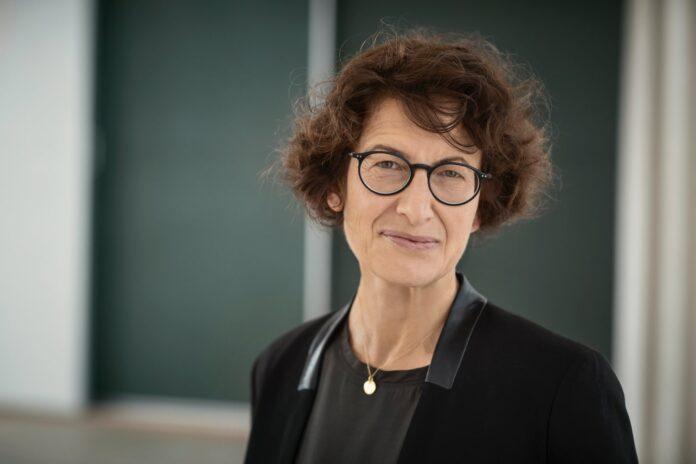 Özlem Türeci adalah seorang dokter, ilmuwan, dan pengusaha Turki-Jerman. Dia ikut mendirikan perusahaan bioteknologi Jerman BioNTech pada tahun 2008, yang mengembangkan vaksin berbasis messenger RNA pertama yang disetujui untuk melawan COVID-19 pada tahun 2020. Türeci telah menjabat sebagai kepala petugas medis BioNTech sejak 2018. Özlem Türeci lahir pada 6 Maret 1967 (umur 54 tahun) atau berzodiak Pisces.