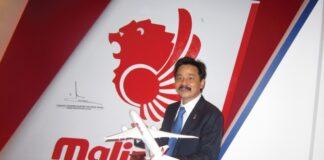 """Rusdi Kirana, SE adalah seorang pengusaha Indonesia dan salah satu pendiri maskapai penerbangan Lion Air yang memperkenalkan penerbangan domestik dan internasional, menggunakan slogan, """"We make people fly"""". Rusdi Kirana lahir di Cirebon pada 17 Agustus 1963 (umur 57 tahun) atau berzodiak Leo. (Wikiperdia)"""