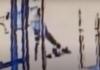 Tangkapan layar seorang pria kulit hitam di Manhattan, New York menendang dan menginjak-injak seorang nenek-nenek keturunan Asia-Amerika. (Suryakepri.com)