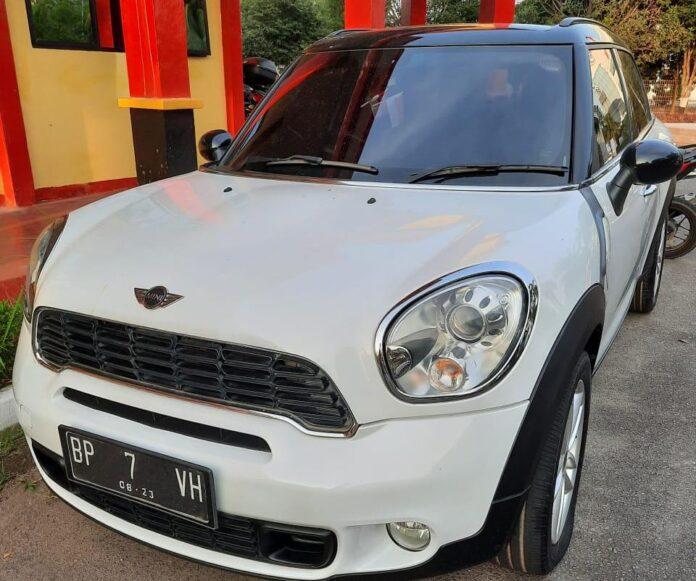 Mobil Mini Cooper yang digelapkan oleh tersangka Hengky Steven (41).