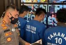 Kapolres Karimun AKBP Muhammad Adenan mengekspos pengungkapan kasus pencurian di PT Shaftindo Pratama, Senin (1/3/2021). Foto Suryakepri.com/YAHYA