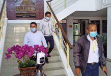 Kadis Perhubungan (Dishub) Kota Batam, Rustam Efendi saat meninggalkan Gedung Kejaksaan Negeri Batam, Selasa (02/03/2021)