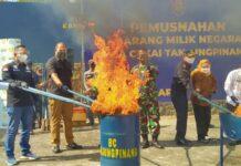 Pemusnahan barang hasil penindakan Bea Cukai Tanjungpinang (Suryakepri.com)