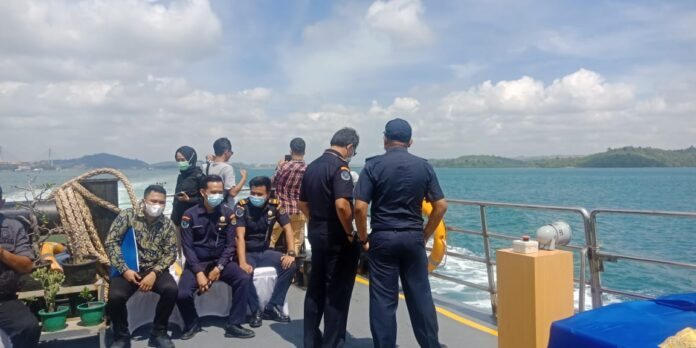Kejaksaan Negeri Batam (Kejari) Kota Batam bersama Kejaksaan Negeri Tinggi Tanjungpinang tenggelamkan enam kapal hasil rampasan, di Perairan Air Raja, Galang Batam, Kamis (4/3/2021) pukul 10.00 WIB.
